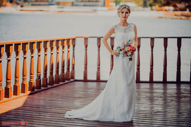 постановочная сьемка невесты на набережной