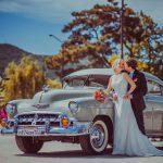 фото свадебной пары на ретро авто
