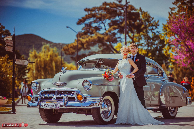 красочные фото на ретро машине