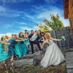 Развлечение гостей во время свадебной съемки