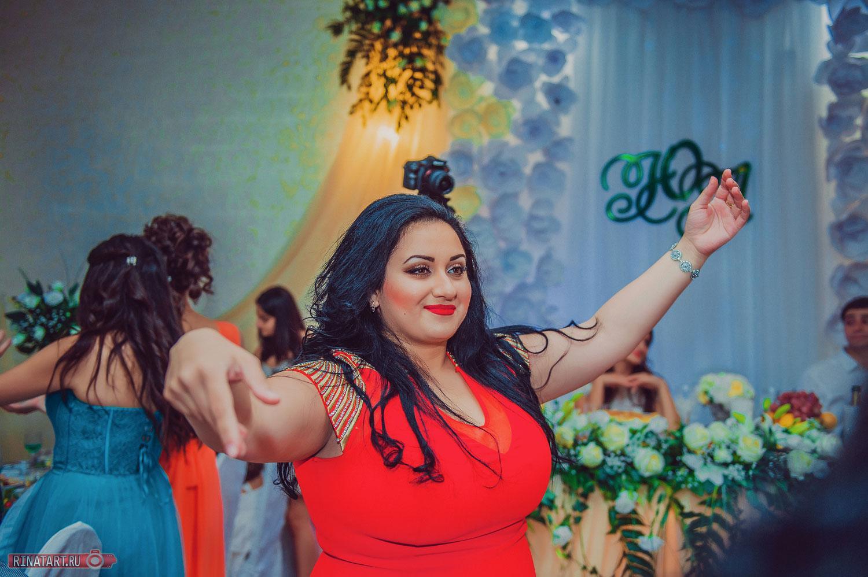 Гости на армянской свадьбе