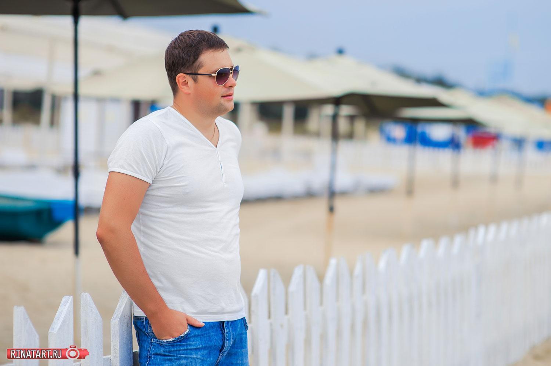 фото мужчины возле моря