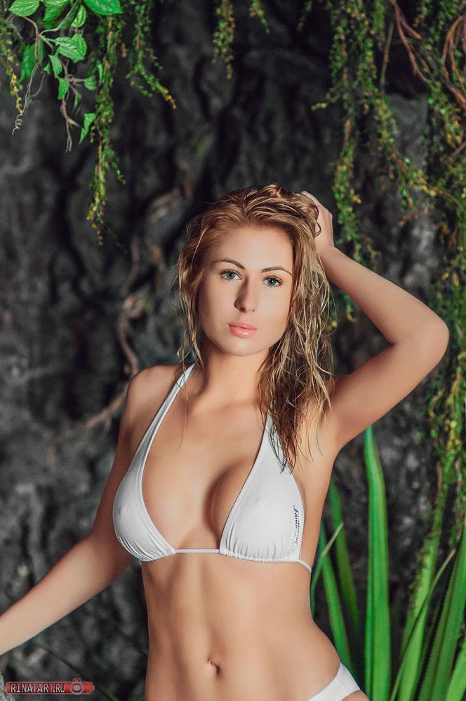 professionalnoe-foto-devushek-v-bikini-foto-seksi-na-ulitse