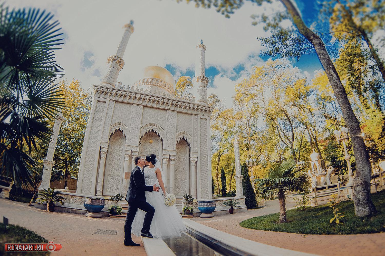 Фотосъемка прогулки жениха и невесты